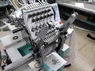 刺繍マシン。かっこいいです。イーサーとDsub9ピンがついてます
